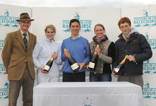 str300-3668-presentation-to-point-to-point-jockeys-28-05-10.jpg